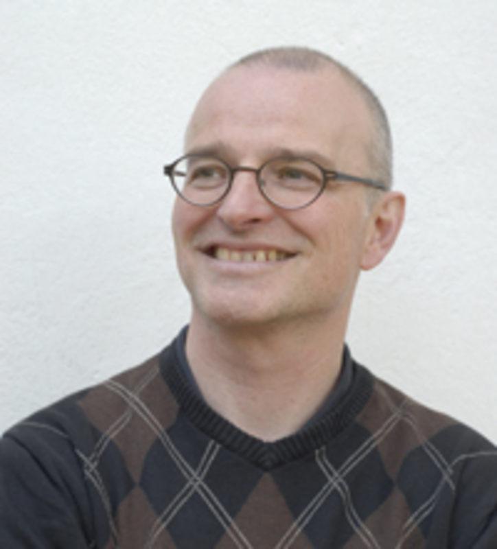 Der Schriftsteller Maurizio Pinarello präsentiert zusammen mit Wolfgang Bortlik (Autor) und Urs Rudin (Musiker) eine Performance aus Lesung, Tanz & Gesang ... - i_20140514-153736-444